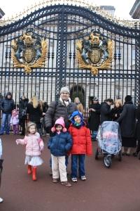 Dito e Iaiá no Palácio de Buckingham, não eram as únicas crianças por lá...